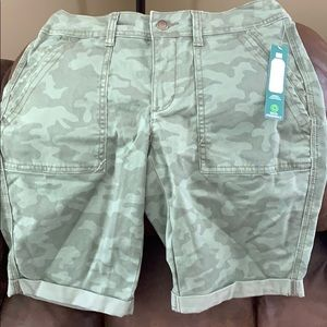 Green Camo Time and Tru Bermuda shorts NWT size 4